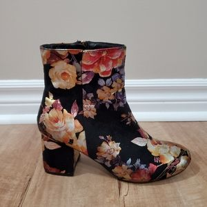 🌼👢 Metallic floral print faux suede boots
